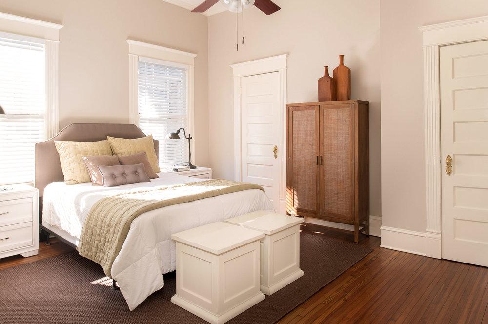 main_master_bedroom.jpg
