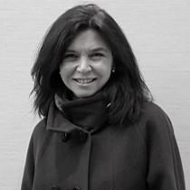 Elena González   Ingénieure  Elena est titulaire d'un diplôme d'ingénierie mécanique et a plus de 25 ans d'expérience dans les secteurs du bâtiment et de l'industrie. Pendant 16 ans, elle a occupé les fonctions de directrice du département des installations mécaniques à Jacobs Spain. Elle est experte en éclairage et installations artistiques pour les centres commerciaux, les hôtels et les résidences universitaires. Elle a travaillé dans de nombreux pays, et a mis en œuvre des normes et réglementations internationales.