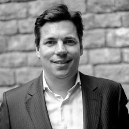 Juan Álvarez de Lara  Business Strategist  Gründer und CEO von Seed&Click, einer Firma, die sich der Innovationsförderung, dem Unternehmertum sowie der Entwicklung eines privaten internationalen Investitions-Ökosystems verschrieben hat. Er ist zudem Mitbegründer und General Partner von Origen Ventures Fund, das auf die Finanzierung von Spin-offs spezialisiert ist. Er hat über 20 Jahre Erfahrung im nationalen und internationalen Finanzmanagement.  Er hat Business Administration (UB) studiert und hat einen M.A. in Financial Advisory sowie ein Diplom in Quantitative Finance.