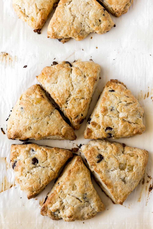 baked dark chocolate ginger scones1.jpg