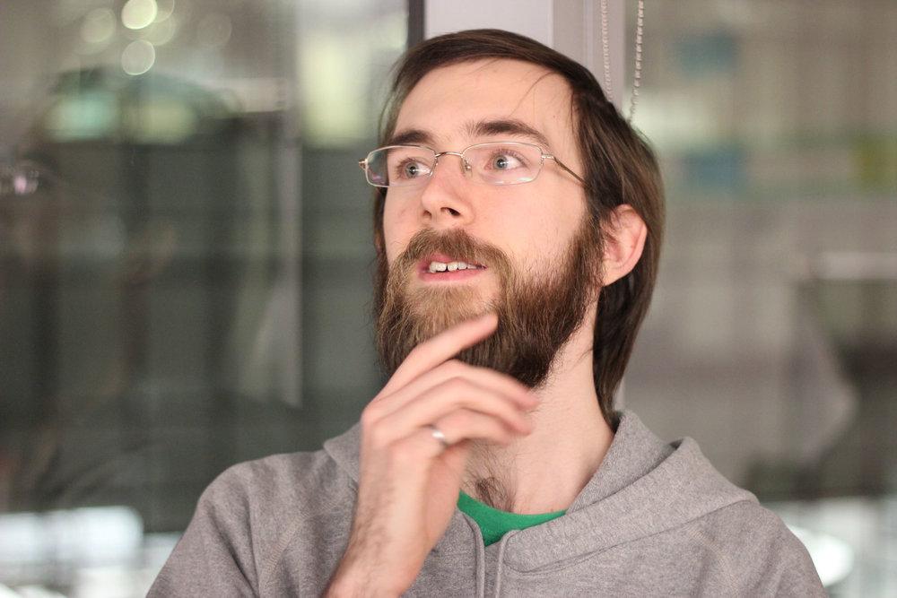COREY CLAYTON,  Cofondateur  Pense que tous les faits sur lui constituent une superposition d'intérêt et de non-intérêt.  Corey a fait partie du mouvement DIY depuis plus longtemps qu'il ne se souvienne. Internet lui a fait découvrir le monde du open source et de l'économie de partage et l'a poussé par la suite dans la voie du génie informatique. Sur le plan professionnel, Corey développe des logiciels intégrés et travaille sur divers projets dans ses temps libres. Ses derniers projets intègrent des variations de température (chaudes / froides), l'impression 3D et des expérimentations avec le béton.  COREY peut vous aider avec:  La programmation, l'impression 3D, la soudure.