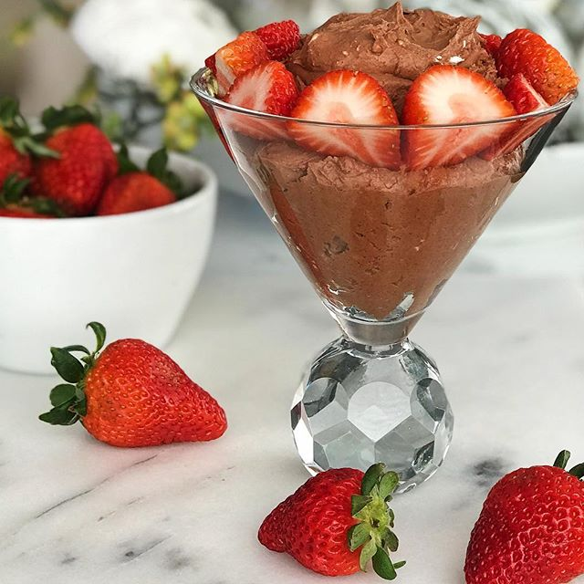 Whipped Cream & Chocolate Mousses are sexy desserts♥️You know what's not sexy? Most of the junk ingredients found in store bought desserts. I love this recipe for dipping fruit, using as a frosting or as a mousse🍫 Click link in bio to get the recipe. Just add cacao powder & a tiny dash of the liquid portion from your canned 🥥 milk for chocolate flavor♥️ #beyoubewholesome #mealsbylauren