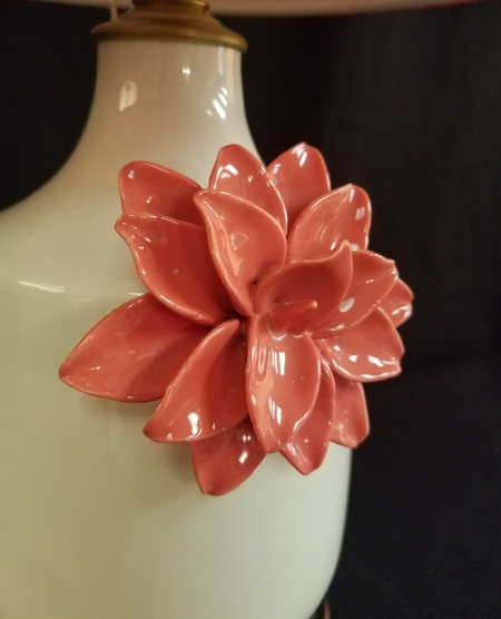Detailed picture of   Raised Pink Flower Lamp