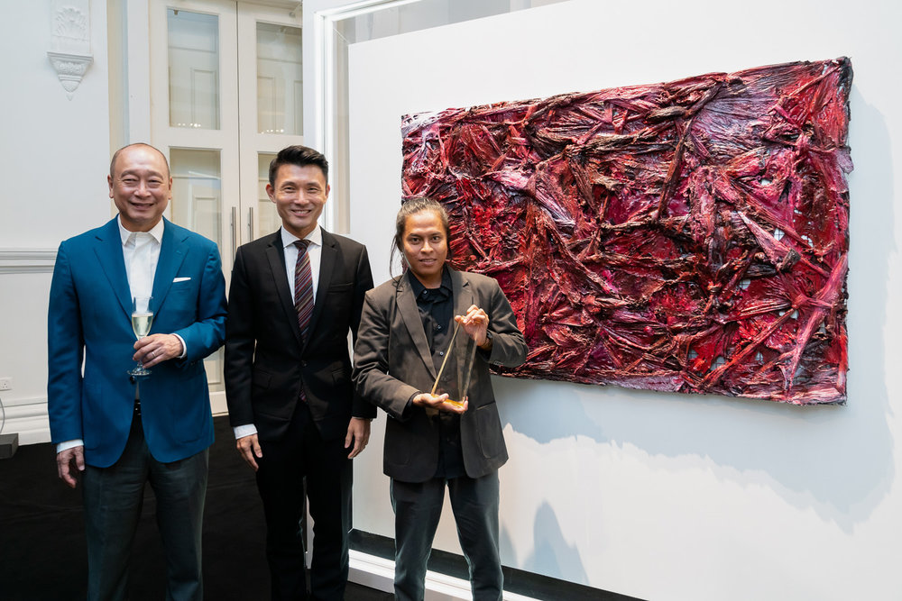 Wee Ee Cheong, Mr Baey Yam Keng and Suvi Wahyudianto with his painting 'Angs't (ANGST)'. Image courtesy of UOB.
