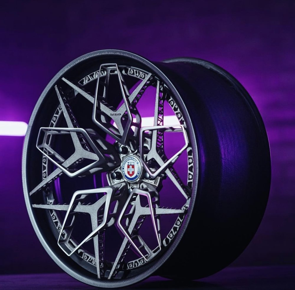 Titanski 3D ispisani elementi pričvršćeni na kotač od ugljičnih vlakana. izvor: HRE Wheels