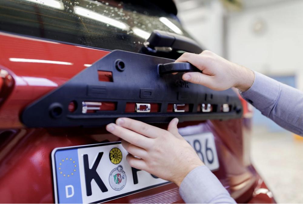 3D ispisani alat za aplikaciju oznake modela Ford Focus, izvor: Ultimaker