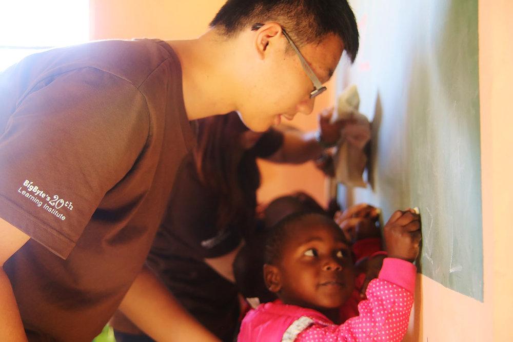 親身體驗 - 孩子能夠自願性到海外當志工,是何其難得、也何其幸運。用生命改變生命,用故事交換故事。給予,同時更是獲得!