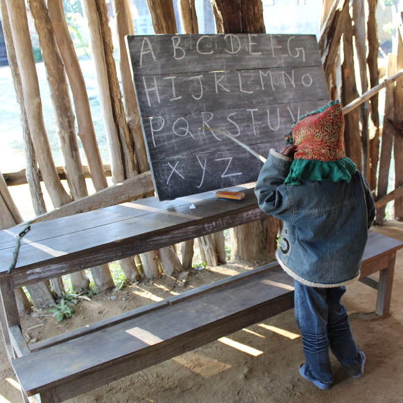 什麼是國際志工服務? - 簡單來說,志工服務是一種社會參與,是指一群人本著服務的熱忱及個人的意願,不計報酬的付出時間、財物、勞力和知能,協助別人解決困難。而對於社會的付出,同時也是對自己的獲得;讓孩子成為更好的世界公民,以良善與溫暖相待世界。BigByte相信國際志工服務是「從心出發」,知道自己擁有什麼,才能去理解需要的人缺乏什麼。不僅從志工服務當中更認識自己,與社會產生連結,也將知識轉化為力量;將知識轉化為行動。