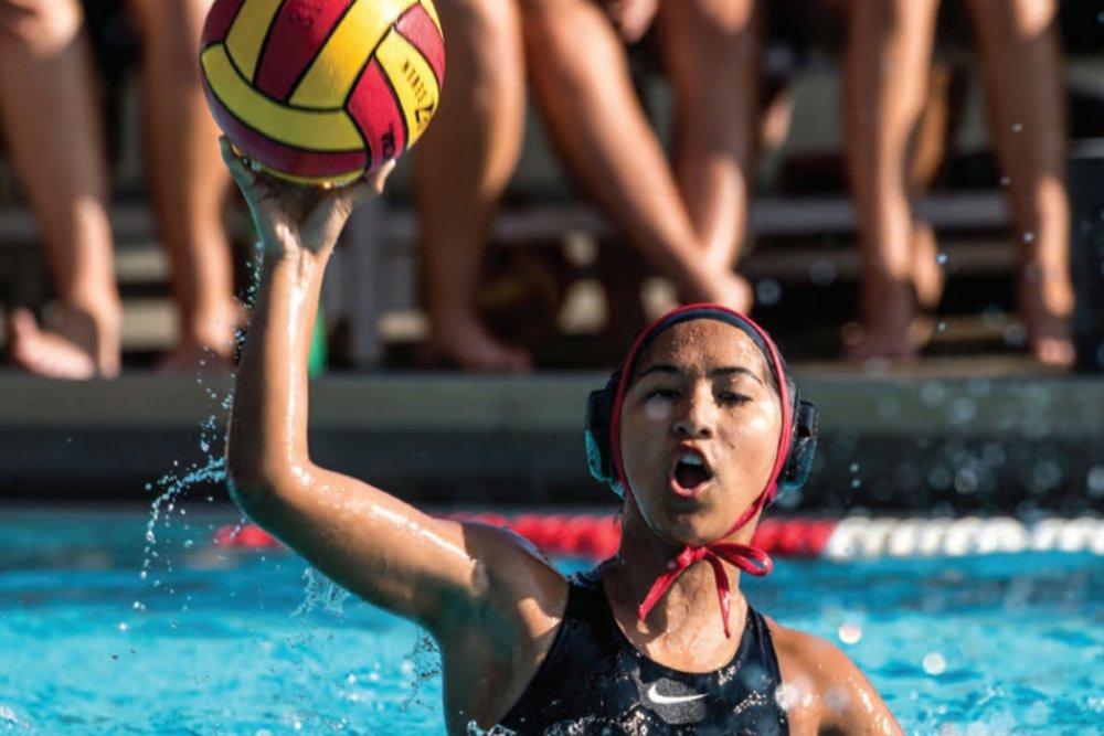 校園生活 - 同踏進校園的那一刻,就可以感受HPA自由、包容與歡迎的校園風氣。友善的學生們常以「aloha」作為招呼語。HPA的學生、老師與行政人員協力為校園創造多元性與不同國際化的社群。 HPA 更提供多元的體育項目如網球、馬術;或足球、飛盤、籃球、游泳、排球等室內運動。