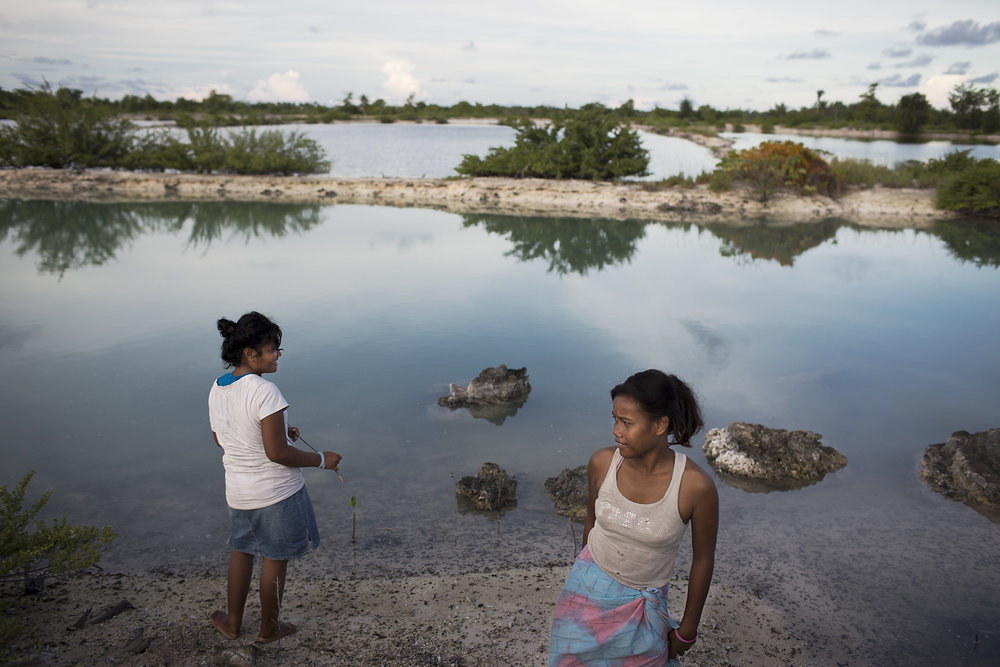 Kiribati end of the line17.JPG
