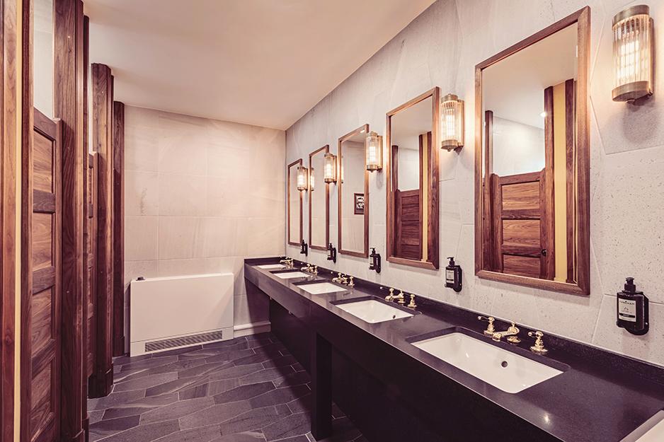 Toilets_1500px-10010039.jpg