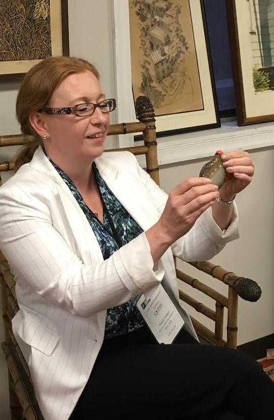 Susan Lahey appraising a snuff bottle
