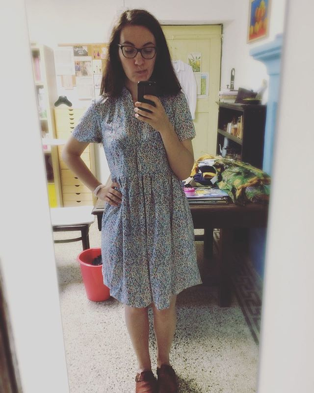 I've been seeing so much love for @deer_and_doe_patterns #ddmyosotis dress, so here's mine!  I really liked this design and I got it as soon as it was released, but this first attempt of mine was a big flop. I didn't make a muslin because Eléonore's block used to fit me pretty well (and also because I didn't feel like it 🤫) and it's terrible on me. The shoulders are a disaster, the waist seam needs to be higher at the back and lower at center front, I don't like the darts and there's too much ease at the waist for my own taste.  I'm afraid I'll salvage the fabric from the skirt and say farewell to the rest... 😭  #sundaysewing #handmade #sewing #sewingproject #sewingfail