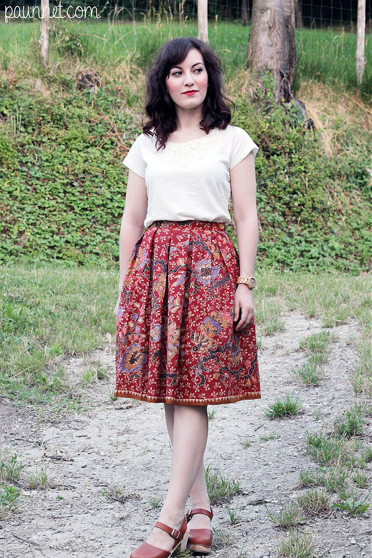 Pleated red skirt -