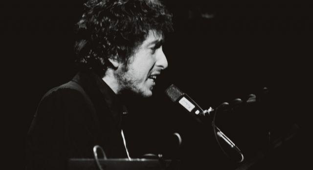bob-dylan-singing-1140x619.jpg
