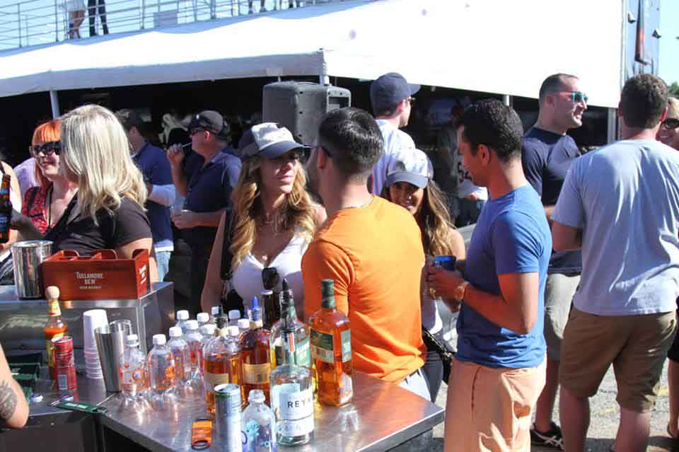 - SOLDIER FIELD PARTNER EXTENDS HIGH-END TAILGATING (Crain's Chicago Business)