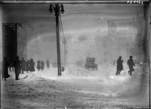 Detroit__Snowy_street_scene