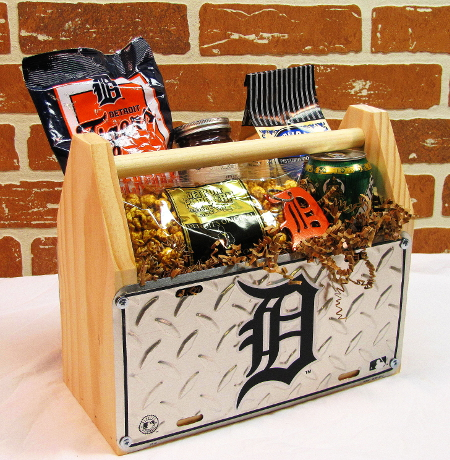 Detroit-Tigers-Gift-Basket-close-450