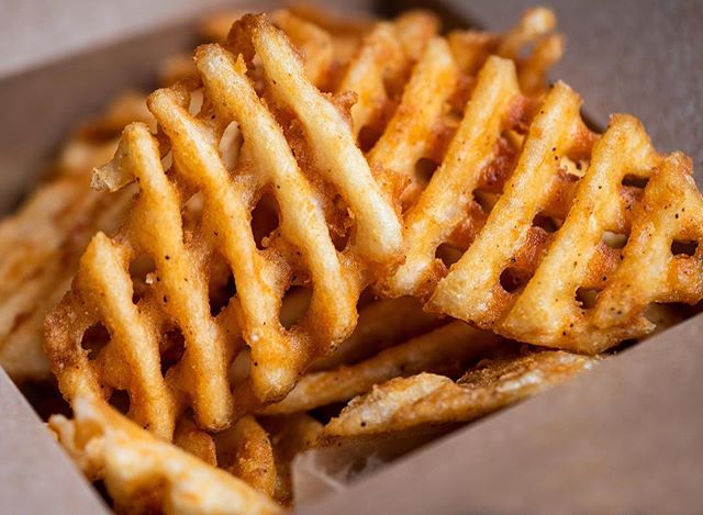 Warm up to some waffle fries for the first day of Winter ❄️🍟 #ConradsGrillChicago #FRYday