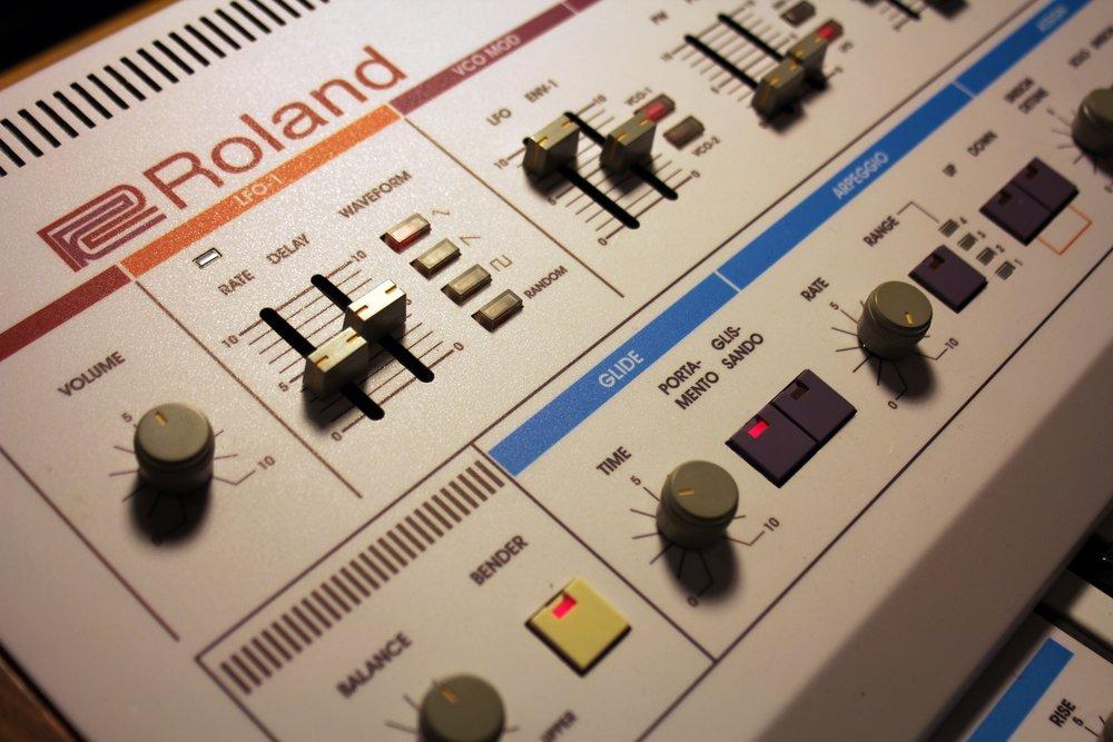 roland-jp-6-panel-2.jpg