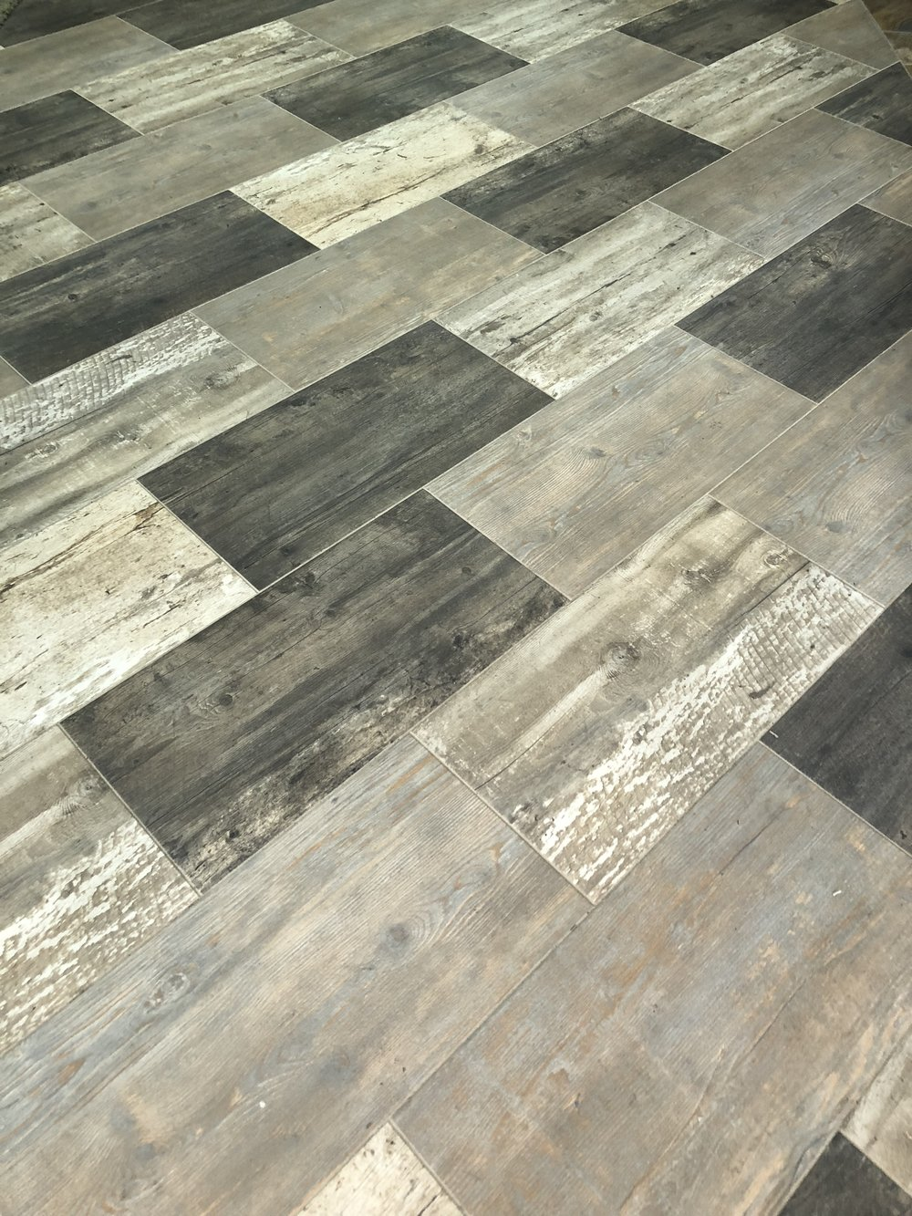 EXPERT INSTALLATION - By working with our Installation team, you're getting the best floor covering installers to ensure you get the perfect new floor you're looking for. Our flooring installation professionals measure, install and clean up, delivering 100% satisfaction guaranteed.