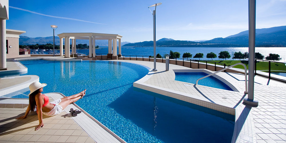 kelowna-hotel-with-pool.jpg
