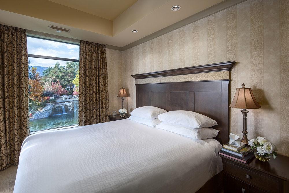 Royal-kelowna-king-bedroom-preferred-web.jpg
