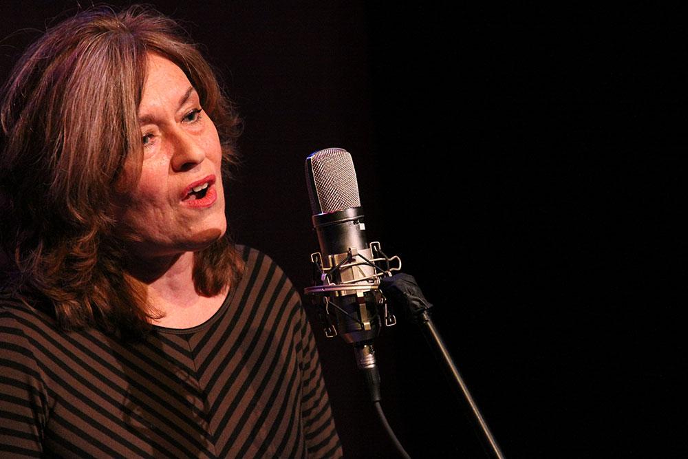 Deb Flanders performs. Photo by James Lockridge.