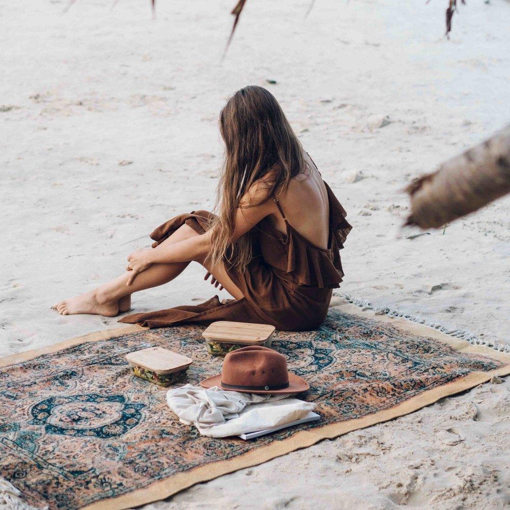 Keira-Mason-earth-covers-beach-picnic.jpg