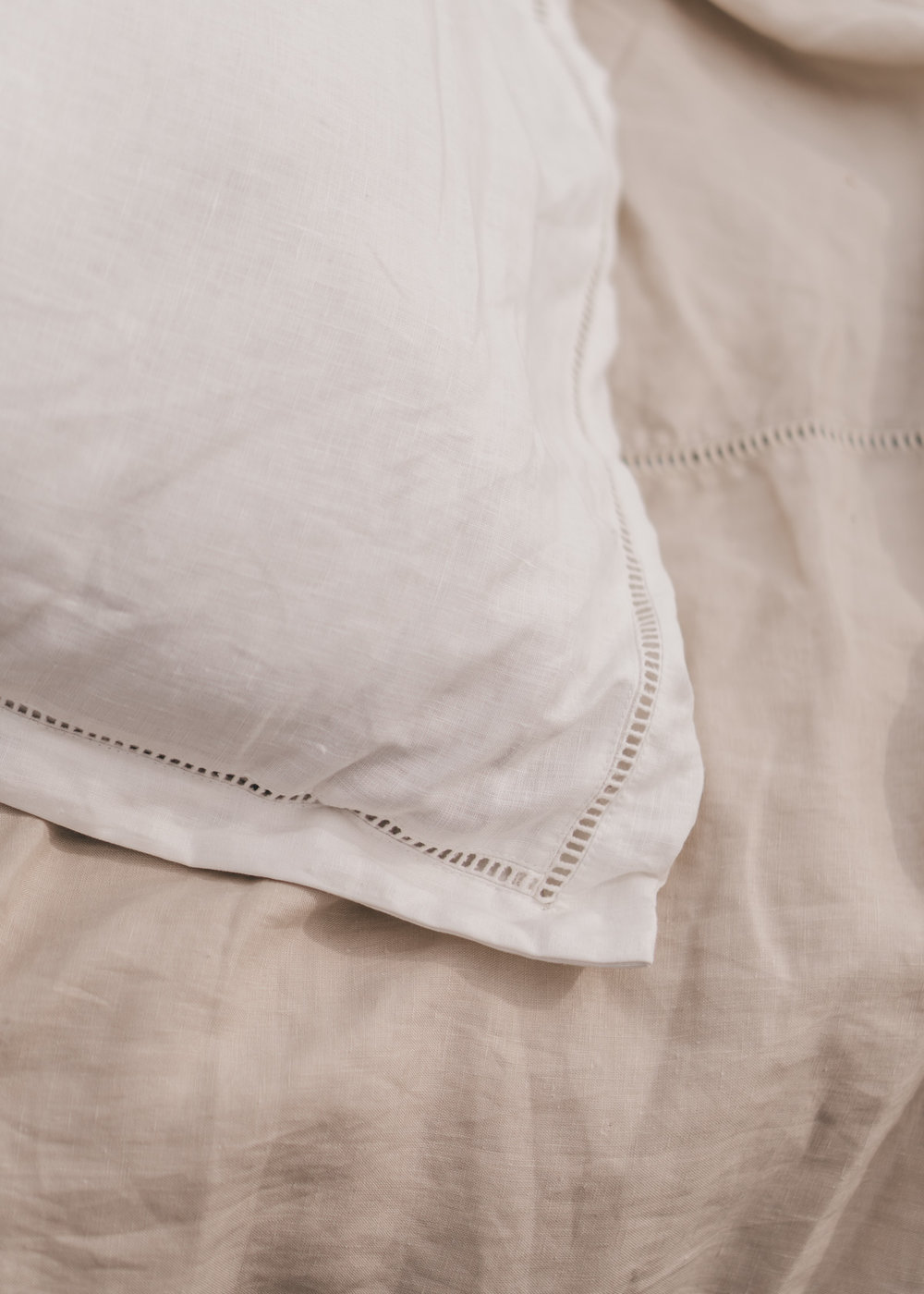 Keira-Mason-in-between-the-sheets-white-details.jpg