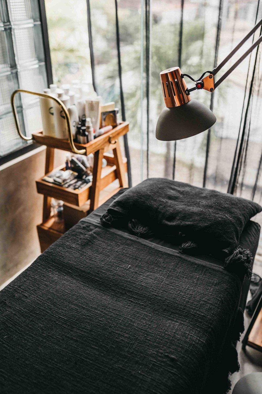 keira-mason-jet-black-ginger-beauty-room-decor.jpg