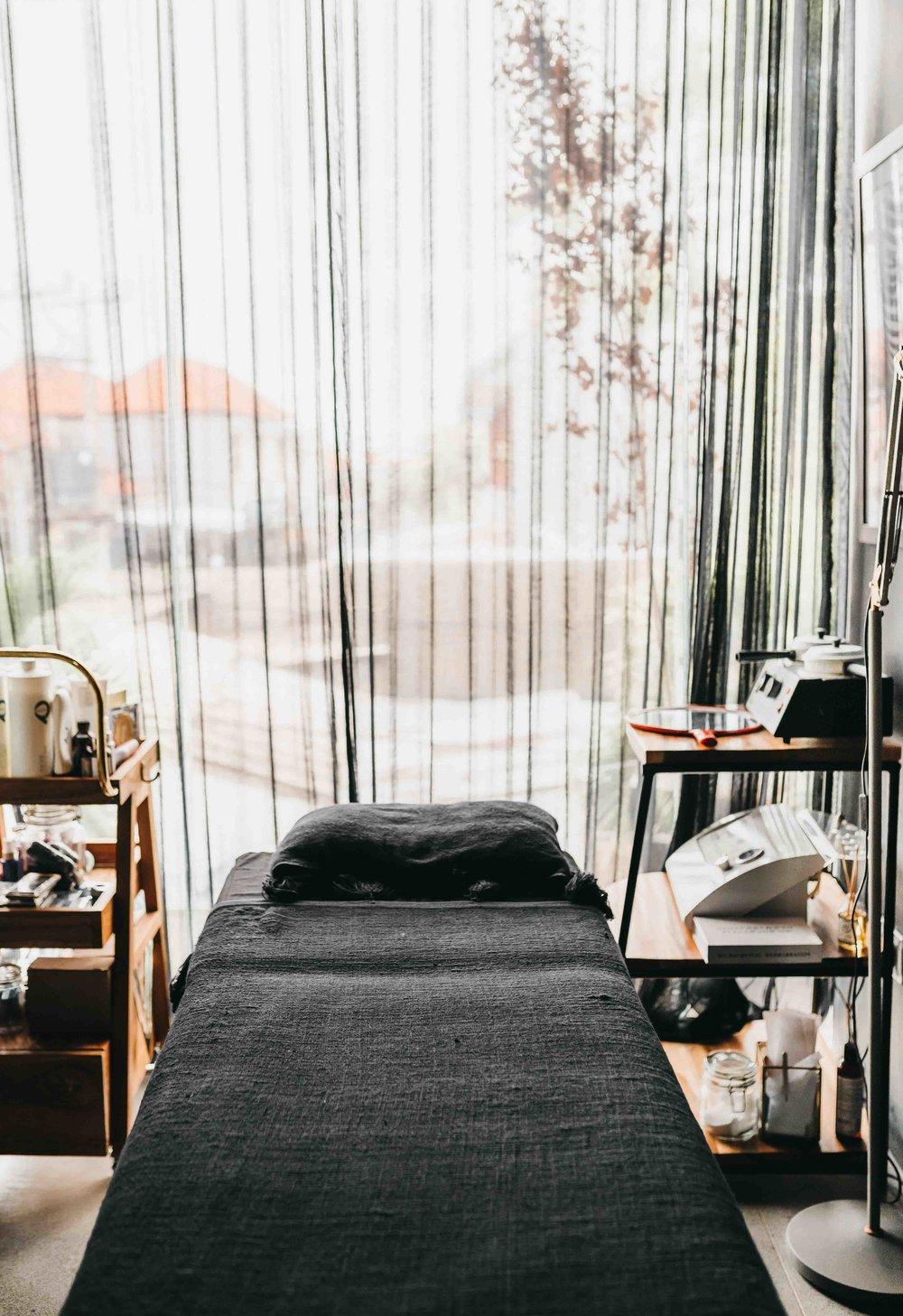 keira-mason-jet-black-ginger-beauty-room.jpg