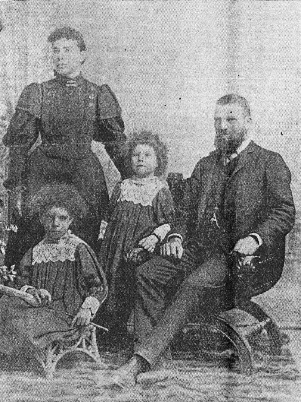 Rosalinda Fox with her husband, John, and daughters Violet (left) and Esther (centre), in The Sunday Times, 5 March 1899. From Murder on Gallop's Gardens, Dalkeith, by Robert Couzens.