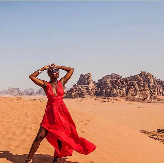 📸: @thecatchmeifyoucan is travel goals! Her goal is to become the first black woman to travel to every country. She's currently at country 158 of 195! What are your travel goals for this year?