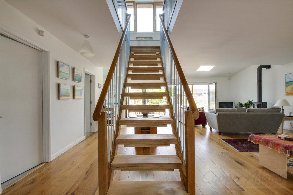 artist_house_stair_1.jpg