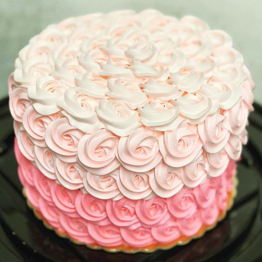 <strong>Cake 7:</strong> Pretty in Pink Icing Flowers