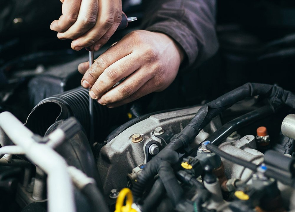 VEHICLE servicing & INSPECTION - We service any make of commercial vehicle and any size from small vans, large transits and horseboxes through to trucks, buses and coaches.