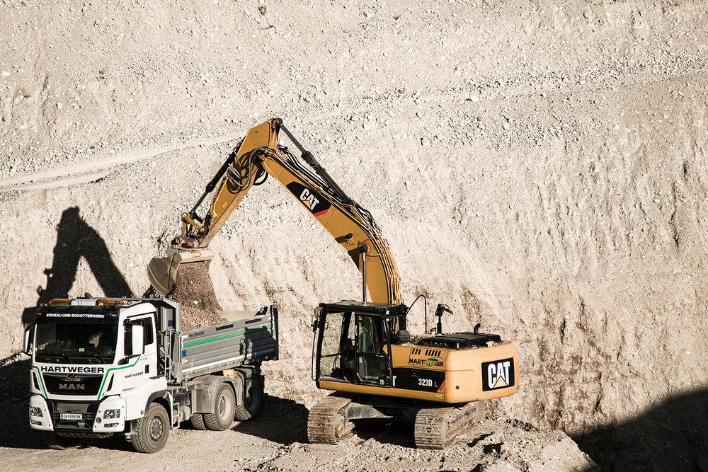 Wegebau Steinschlichtung Aushubarbeiten Leitungsarbeiten Kanalgrabungsarbeiten