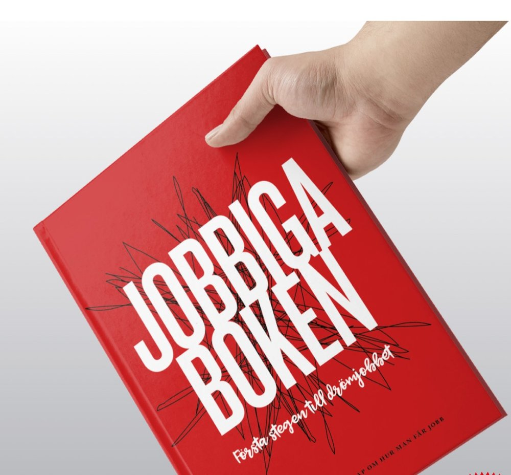 """Jobbiga boken - Boken som jag skriver för My dream now kallar vi för – """"Jobbiga boken"""". Det ska bli en bok fylld med inspiration och kunskap om hur man tar sig till jobb. I boken belyser vi arbetslivet ur olika vinklar på ett lättsamt och lättförståeligt sätt för att ge ungdomar ett helhetsgrepp kring ett ämne som kan kännas överväldigande. Hur är det att arbeta och hur får man ett jobb? Jobbiga Boken är till för alla ungdomar. Jag projektleder och skriver jobbiga boken. Är du intresserad av att förhandsbeställa ett exemplar eller veta mer? Är du arbetsgivare och vill vara med i Jobbiga boken? Hör av dig med nedan formulär."""