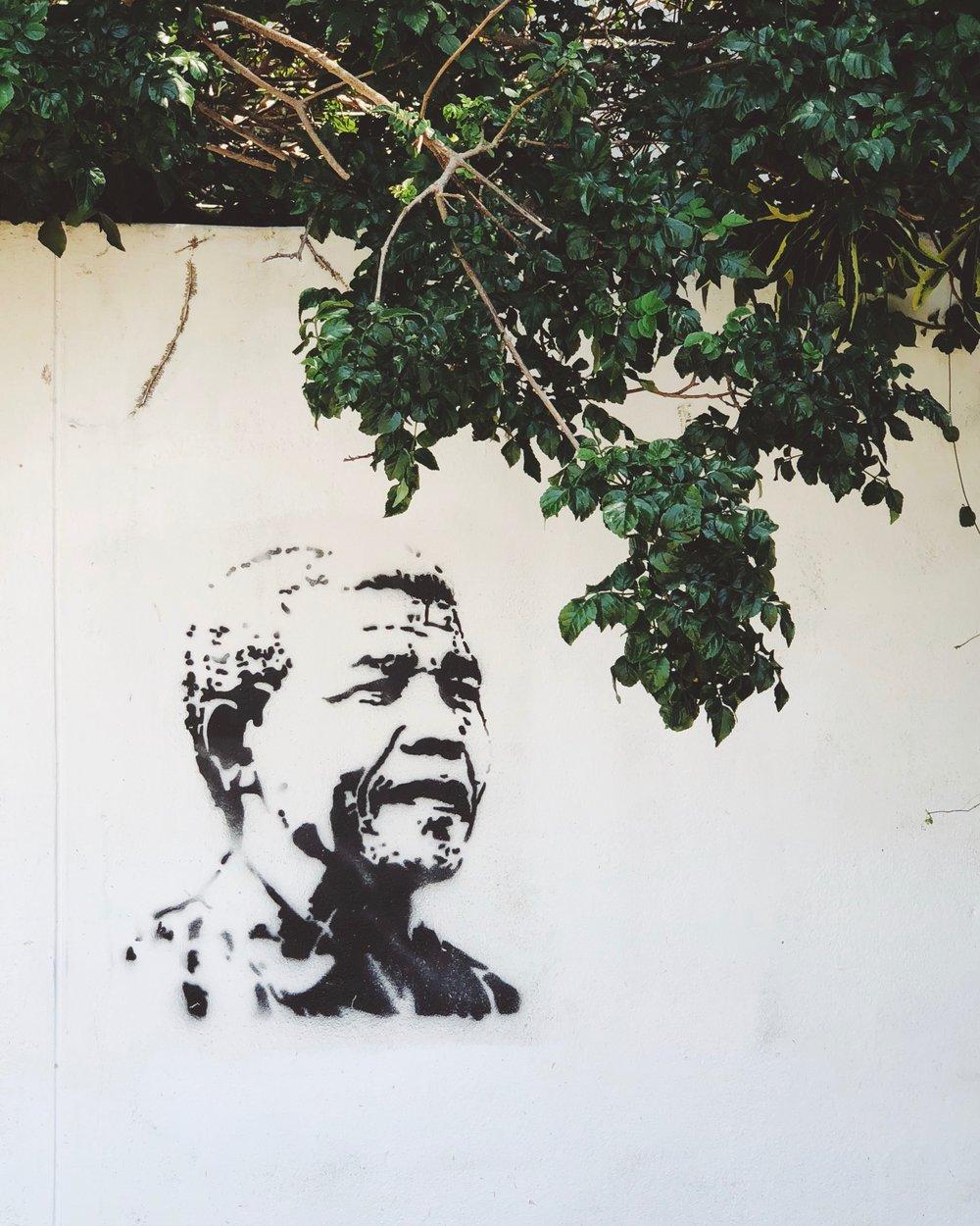 """May your choices reflect your hopes, not your fears""""- Nelson Mandela - Mina förebilder i livet var tidigt människor som Nelson Mandela, Mahatma Ghandhi, Martin Luther King, Thich Nhat Hanh. Medborgarättskämpar som insett att fredens, hoppet och kärlekens väg är den rätta vägen för förändring.Personligen så har jag alltid haft svårt för partipolitik. Även om jag varit starkt samhällsintresserad så har jag inte känt mig hemma i partipolitiska sammanhang. Det var först efter ledarskapsutbildningen Höj Rösten politikerskola och min IVLP-resa som jag fick kraften, kunskapen, verktygen och kanske framförallt modet att utmana mina rädslor och ge mig in i politiken.Valet 2018 var mitt första och det gick bra. Jag byggde en kampanj utan påhopp och pajkastning. Med fokus på fakta, balans och underbyggda påståenden. Och med fokus på att prata om den politik jag står för, inte främst vad som är fel med motståndarnas politik. Jag är tacksam för att det ledde till att jag fick förtroende från Faluborna och mitt parti (socialdemokraterna) att representera dem i kommunfullmäktige.Jag är också otroligt glad och tacksam att parallellt med politiken kunna fortsätta med att skriva och föreläsa, som ju är mina stora passioner vid sidan av politiken och att kunna försörja mig på att göra det jag älskar och där jag känner att jag kan göra skillnad tillsammmans med andra. Jag försöker varje dag att utmana mina rädslor och leva upp till ett annat Mandela-citat:""""I learned that courage was not the absence of fear, but the triumph over it. The brave man is not he who does not feel afraid, but he who conquers that fear.""""Om jag kan inspirera andra till att också våga följa sina drömmar och möta sina rädslor så gör jag mer än gärna det. Jag tror vi skulle få en mycket bättre värld om fler tog steget utanför sina bekvämlighetszoner och gjorde det där som de drömmer om att våga göra."""