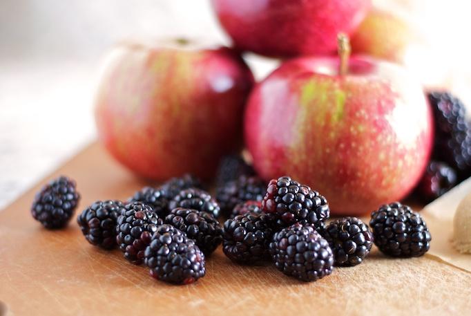 Source:  http://recipes.beewild.buzz/apple-blackberry-cake/