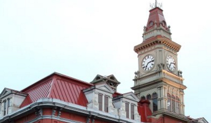 photo-victoria-city-hall-clock.jpg