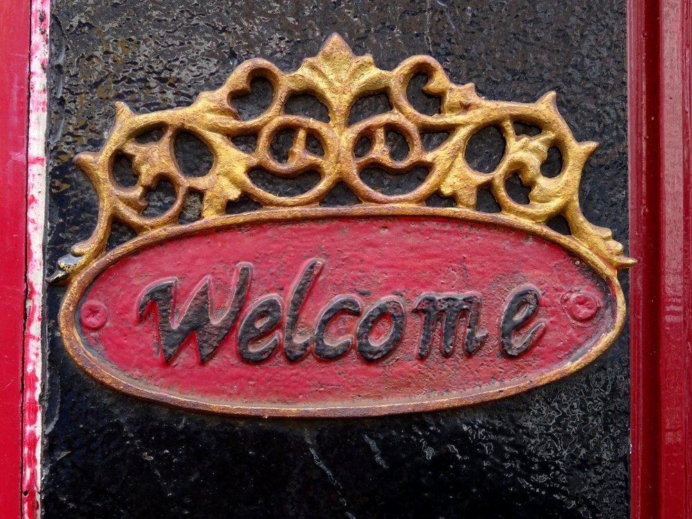 welcome-plate-on-doorway.jpg