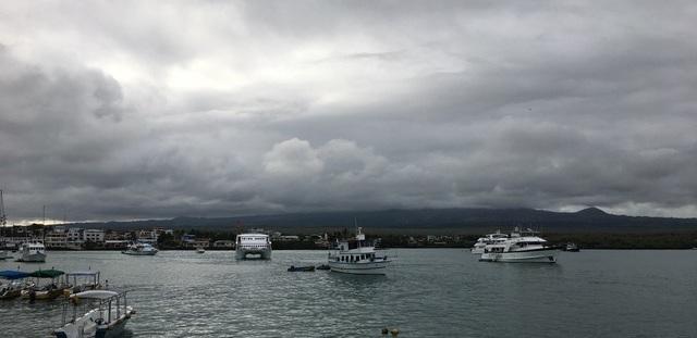 Santa+Cruz%2C+Ayora+port+from+water.jpg