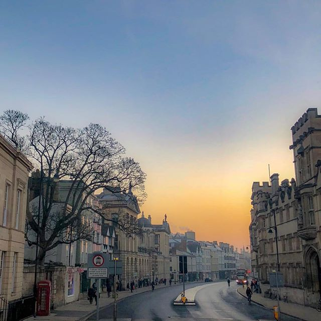 A little Monday motivation to take some inspiration from the outdoors! We are very fortunate to be surrounded by stunning scenery in Oxford, this marvellous photograph came via @weloveoxford and, indeed we do love Oxford! . . . #weloveoxford #visitoxford #thehighstreet #oxfordshire #thedriverstipple #gentlemandriver #ladydriver #drivetastefully #healthyliving #designateddriver #mondaymotivation #oxford