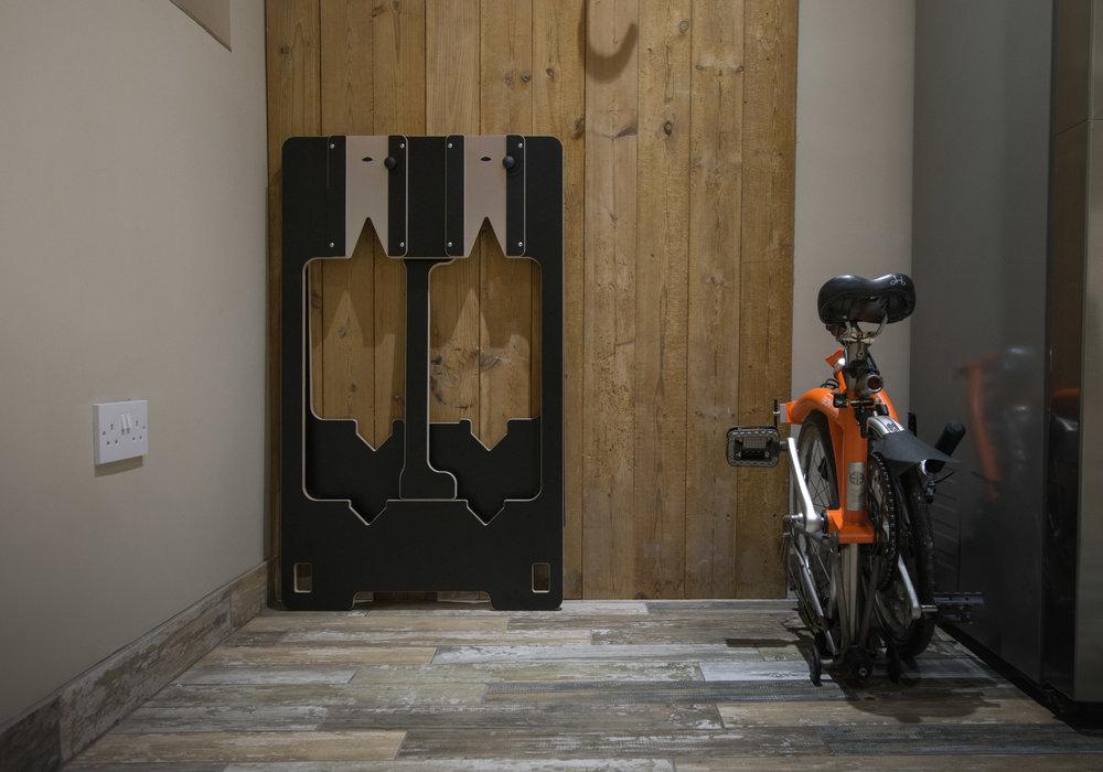 Easy storage - Folds flat