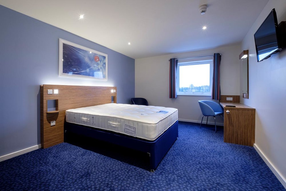 Travelodge hotel Andover bedroom
