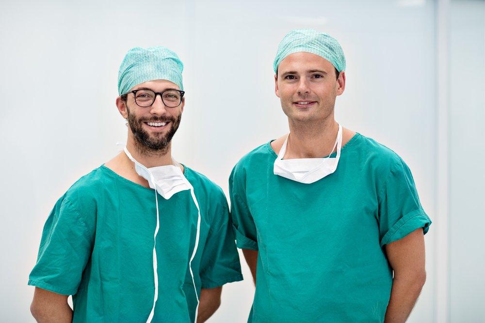 """Minimal-invasiv - Der minimal-invasive Zugang der Laparoskopie (""""Knopflochchirurgie"""") und vaginalen Chirurgie nimmt eine zentrale Stellung für das chirurgische Management zahlreicher gynäkologischer Krankheitsbilder ein. Mit dem Ziel, die operationsbedingte körperliche Belastung weiter zu reduzieren sowie kosmetisch ansprechende Ergebnisse zu erzielen, werden die Möglichkeiten minimal-invasiver Methoden laufend erweitert."""