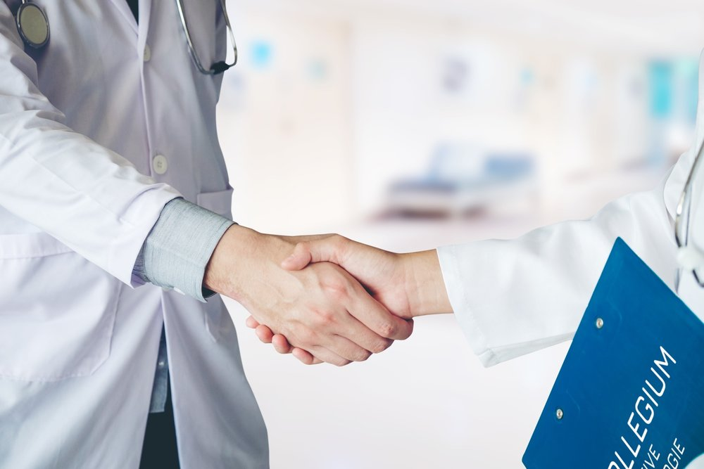 Kooperation - Zwei Operateure, Assistenz und Anästhesie bilden das Kernteam, das bei speziellen Eingriffen erweitert werden kann. Durch ein Netzwerk aus Spezialisten aus verschiedenen Fachrichtungen und Kooperationspartnern aus der gynäkologischen Praxis sind wir in der Lage, eine perfekt auf Ihre Bedürfnisse abgestimmte Betreuung zu bieten.