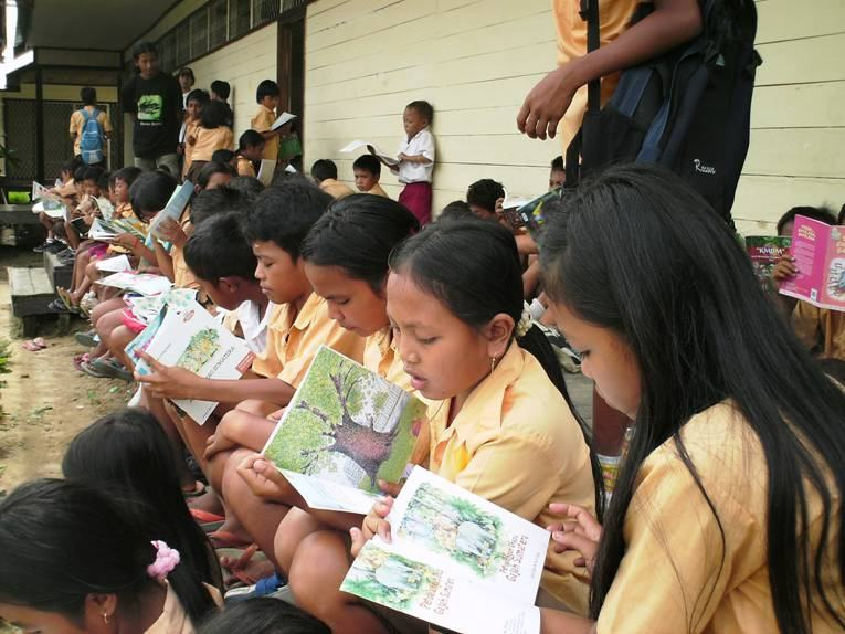 Children reading at Kampung Konservasi